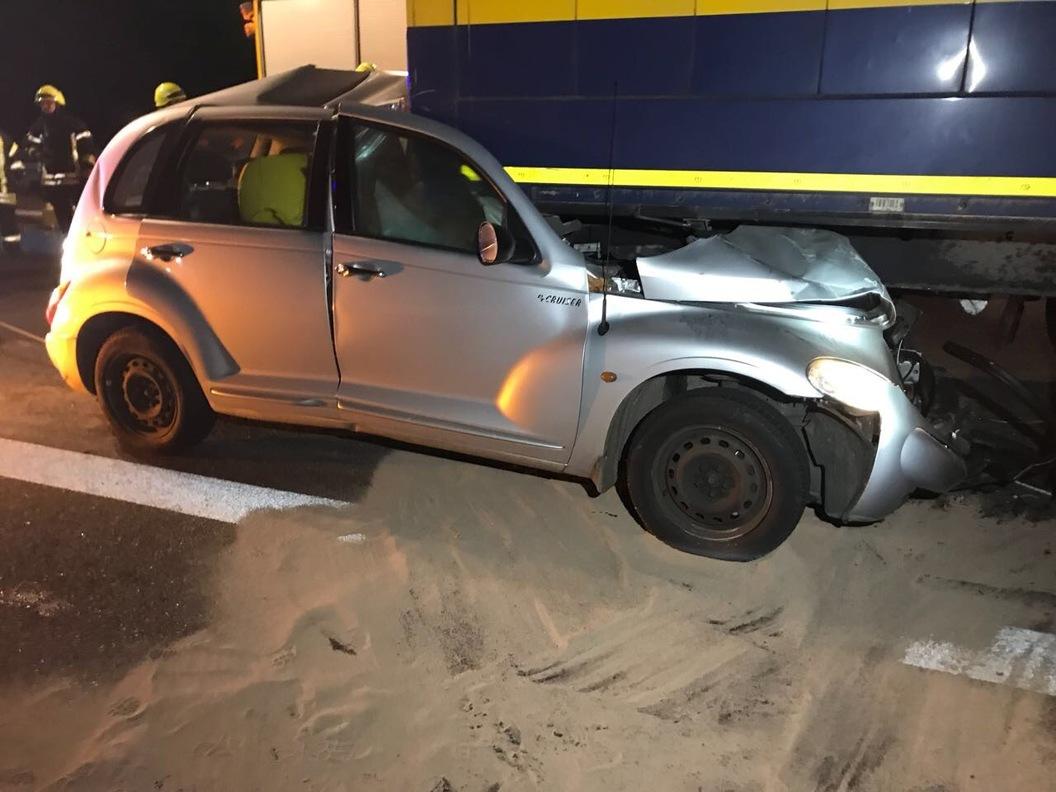 mannheim erneut schwerer unfall auf a 6 bei sandhofen autofahrer f hrt unter lkw und stirbt. Black Bedroom Furniture Sets. Home Design Ideas