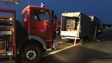 aktualisiert heilbronn unfall mit drei lastwagen a6 in richtung mannheim gesperrt rhein. Black Bedroom Furniture Sets. Home Design Ideas