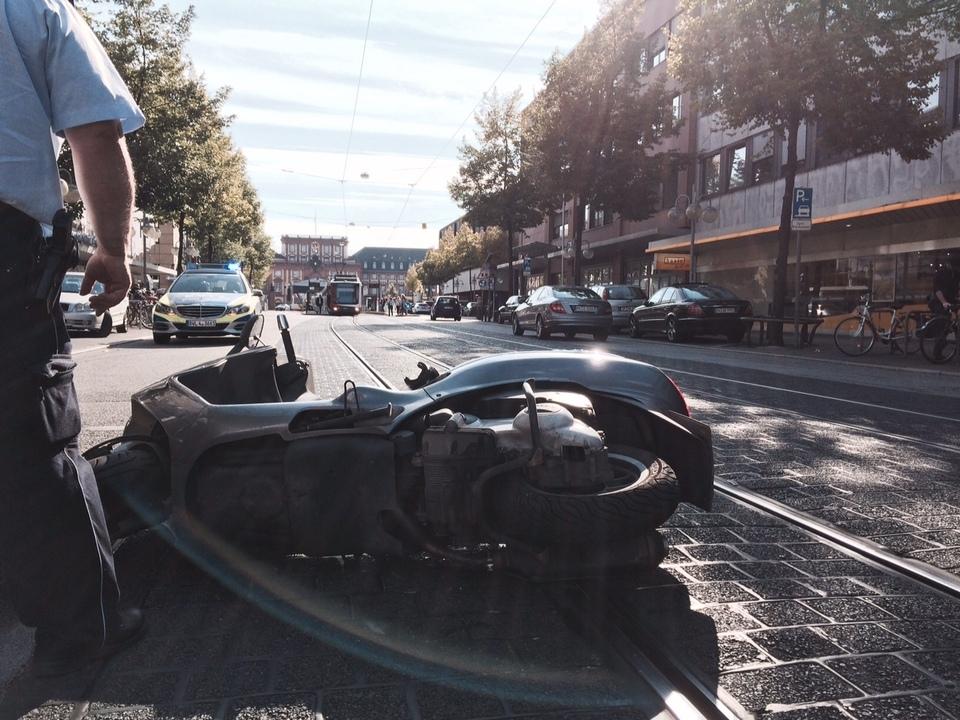 Mannheim Unfall Mit Roller Und Stra Enbahn Rhein Neckar